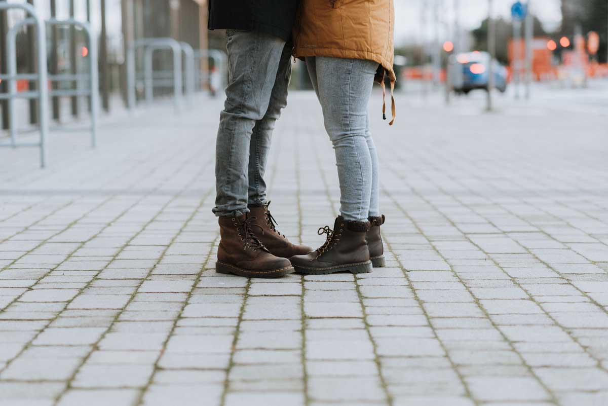 Signs of a One Sided Relationship (And What To Do About It!)